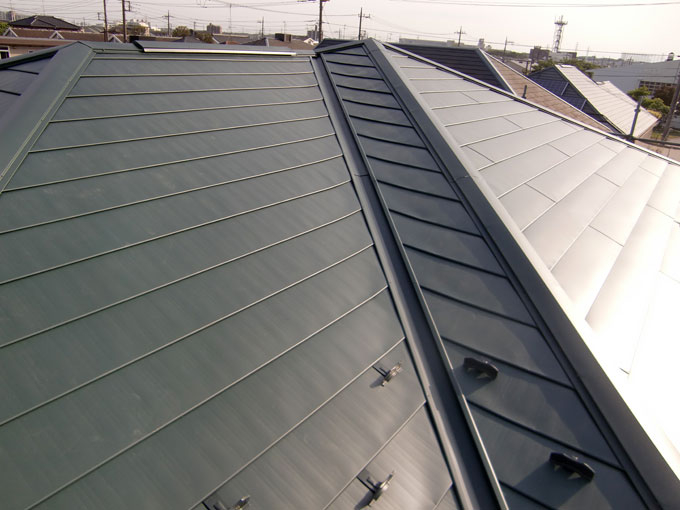 住宅屋根カバー工法(GLカラー鉄板横葺)