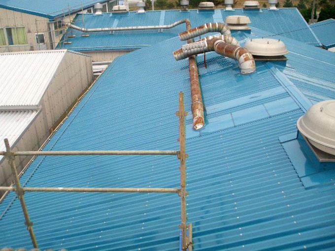 工場屋根カバー工法(スレート用折版葺工事)