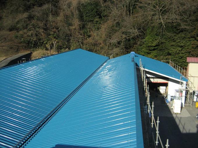 倉庫屋根カバー工法(折版屋根葺工事)