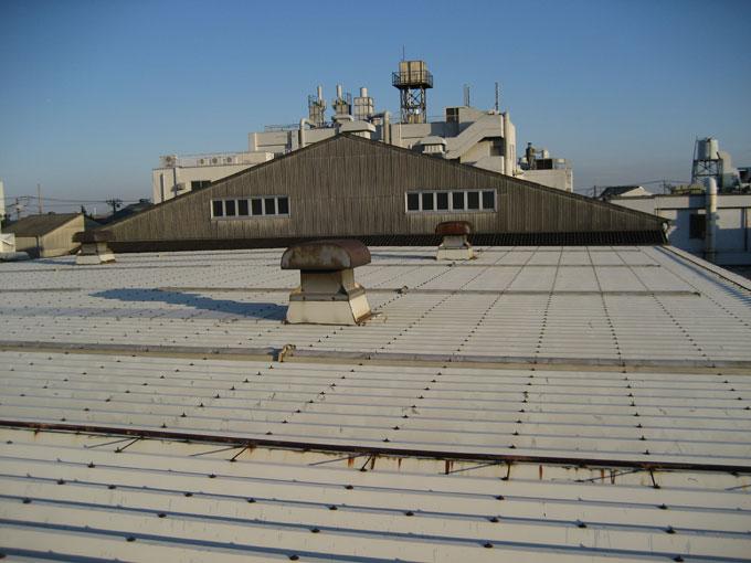 倉庫屋根カバー工法(折版屋根工事)